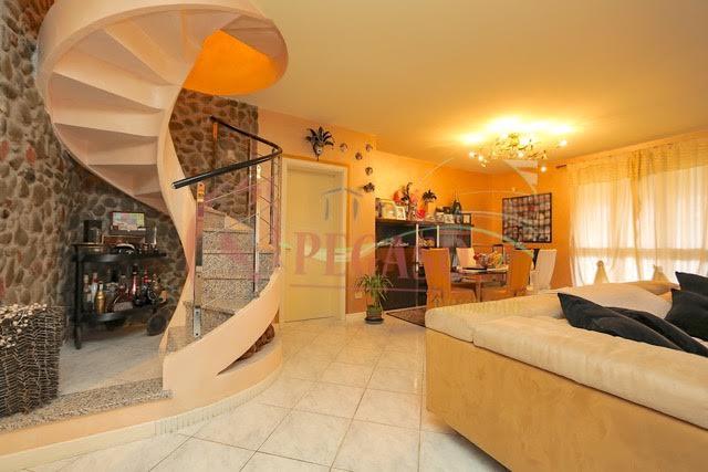 Vendesi villetta singola su due livelli immobiliare pegaso for Seminterrato su due livelli