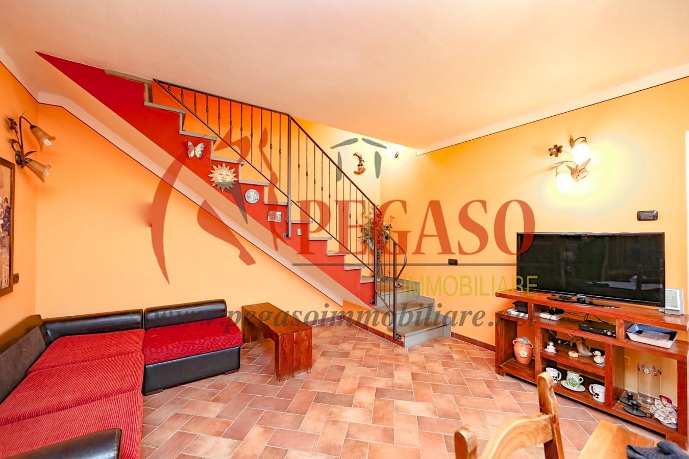 Appartamento duplex con giardino e garage immobiliare pegaso for Duplex con garage